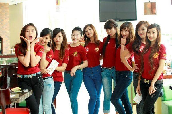 huong dan cach mix do voi ao thun dong phuc nu co tron cuc dep 3